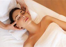 Indická masáž hlavy je jemné, léčivé ošetření hlavy, krku, ramen a horní části paží. Masáž provádíme v Salonu Andělské Krásy.