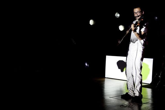 Recap of a performance in July 2011 at Fabrica.      Violin & Composer - Jhon William Castaño Montoya  Dj - Manfredi Petruso  Doublebass - Riccardo Carli  Drums - Jaime Andres Castaño Montoya, Geremia Vinattieri  Visuals - Daniel Schwarz  Camera & Editing - Giacomo Pennicchi