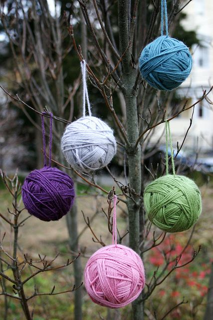 Yarn Ball Ornaments - Easy Christmas ornament craft that kids can make