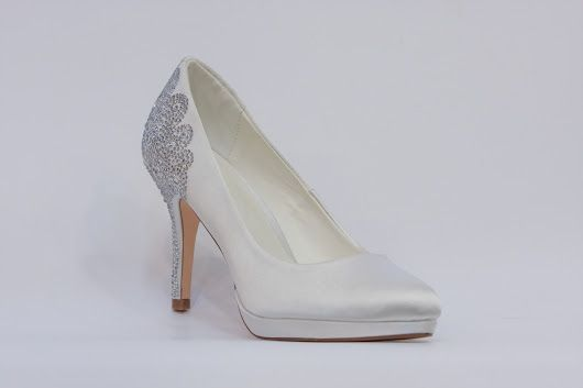 Menbur - nejkrásnější svatební boty, vysoké podpatky, kouzelné romantické lodičky, zdobéná svatební obuv, luxusní modely svatebních bot, trendy svatební boty, k vyzkoušení a zakoupení v obchodě Střevíce a více