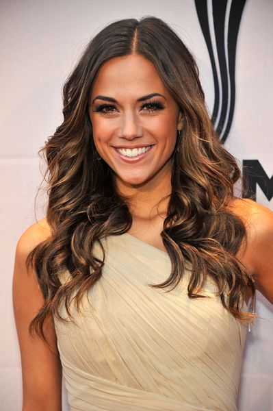 I love her hair! Especially the color :0)  Jana Kramer -9/27/13 Thompson Boling Arena, Knoxville ,TN with Blake Shelton!