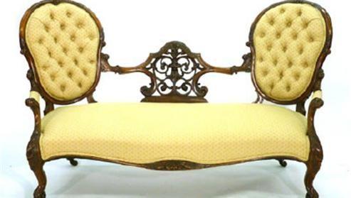 Антикварная софа в викторианском стиле