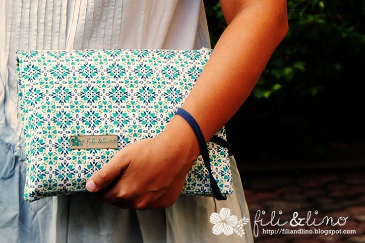 Tutorial: Folded Two Compartment Pouch/clutch.  A pouch/clutch with two compartments. A nice fit it all compact pouch.
