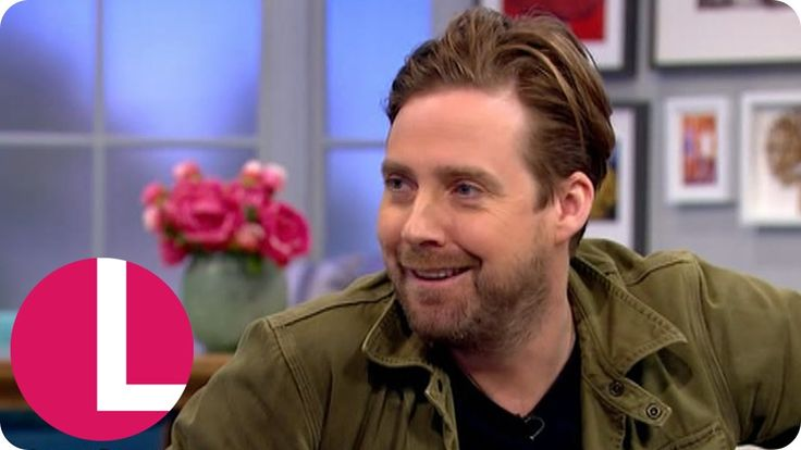Kaiser Chiefs Frontman Ricky Wilson Reveals Why He Left The Voice | Lorr...