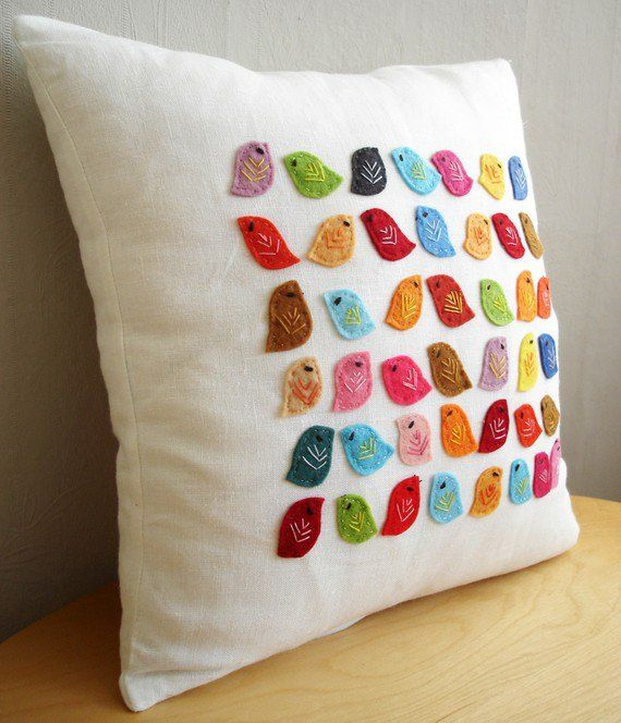 how cuuute!!Ideas, Little Birds, Birds Pillows, Cushions, Felt Birds, Colors Birds, Diy, Birdie Pillows, Crafts