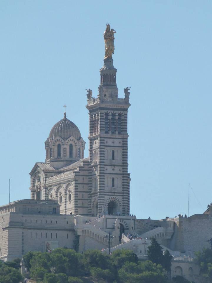 Notre dame de la garde...  La Bonne mère de Marseille...