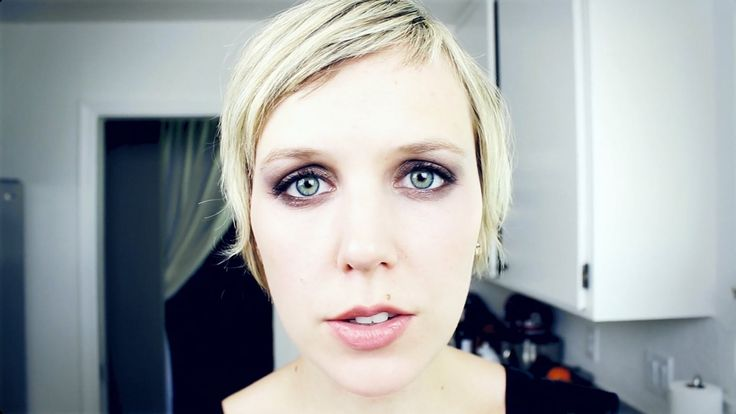 Pomplamoose Covers of 'Puttin' On the Ritz' by Irving Berlin With a Music Video Featuring a Bizarre Dream Sequence