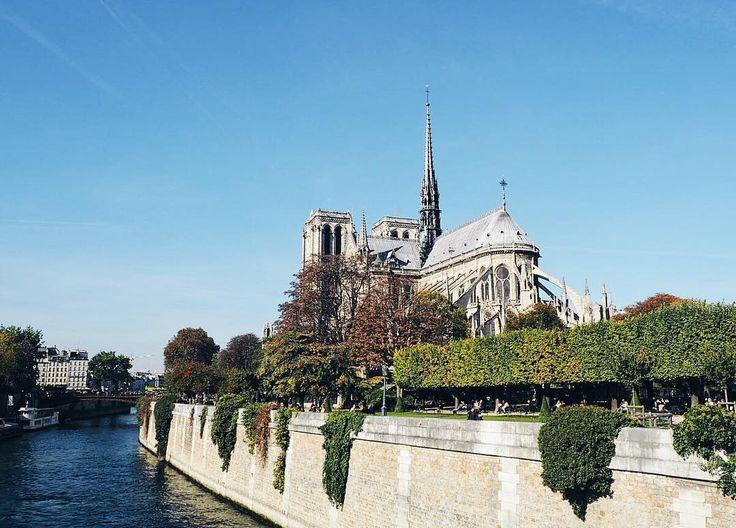 Notre Dame in Paris by @kirstyeelizabeth