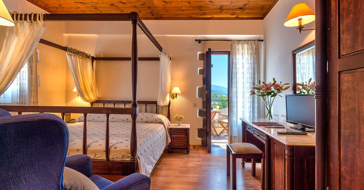 #traditional #hotel #Crete Double room with queen size double bed, bath, shower or bathtub with Jacuzzi and balcony or common terrace.Maximum capacity of 2 persons