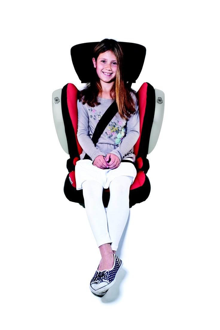 niña sobre silla de seguridad para el automóvil Römer Kidfix Sict