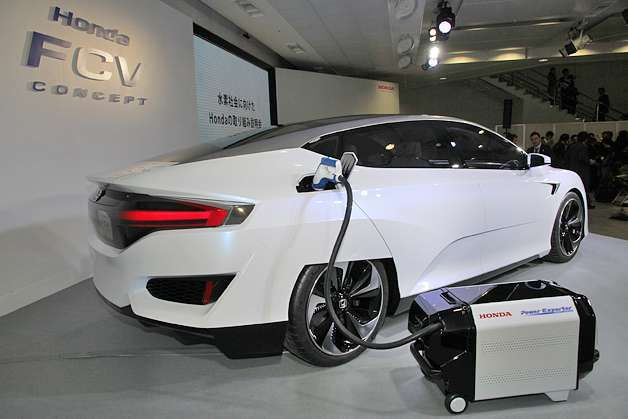 Honda a realizat o maşină care funcţionează cu hidrogen