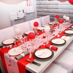 "Chemin de table mariage blanc ""Vive les mariés"" / ""Vive les maries"" wedding table runner www.artsephemeres.com #wedding #mariage #red #white"