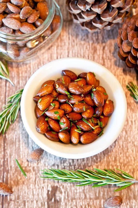 appetizer: rosemary chipotle roasted almonds  {averie cooks}