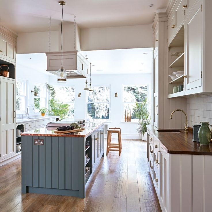 Profile: #Metallic Finishes and #ColourContrast Define This Home. An #adventurous mix of materials and memories brings individuality and warmth to this #kitchen. #country #traditional #shaker