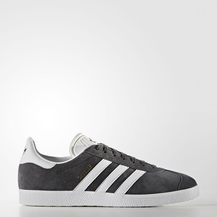 Tre årtiers uophørlig enkelhed fortsætter. Denne udgave af Gazelle skoene ærer originalens klassiske stil med de samme materialer, farver, teksturer og proportioner. Læderoverdelens kontrastfarvede 3-Stripes og hælflikken minder om den tidlige 90'er-udgave.