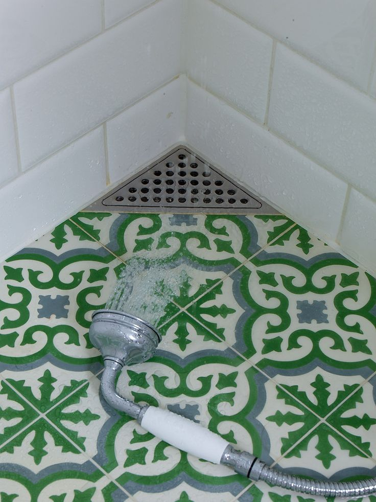 Bathroom floor with Marrocan tiles and corner drain