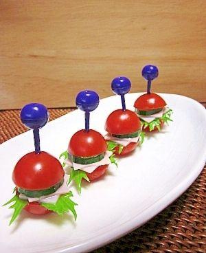 楽天が運営する楽天レシピ。ユーザーさんが投稿した「簡単!! カワイ~♡ミニトマトバーガー♪」のレシピページです。野菜をミニトマトでサンドしてみました!!お弁当や、おつまみに出したら可愛くってオシャレですょ♡具材はお好みで・・・♪。ミニトマトのピンチョス。ミニトマト,ハム,きゅうり,水菜