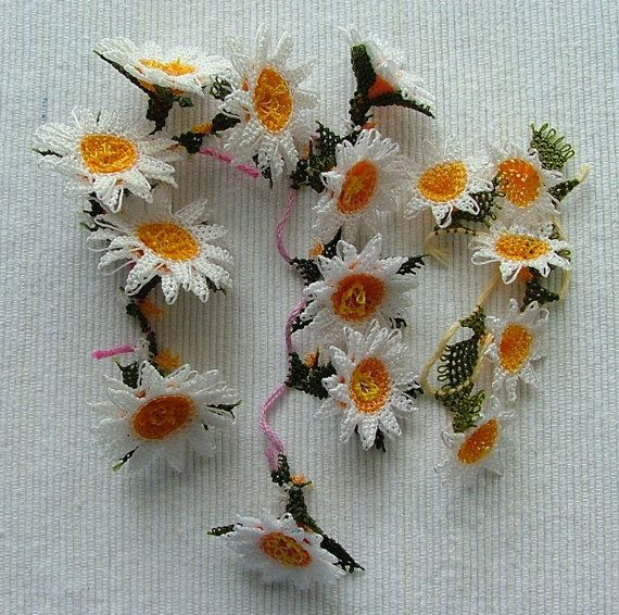 Daisies oya combo set by ColorsofRengin on Etsy, $28.00