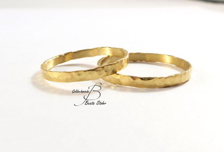 Eheringe geschmiedet Gold 585 Handarbeit von TraumSchmuckWerkstatt auf DaWanda.com