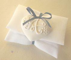 http://artare-matrimonio.blogspot.it/2011/10/sacchetti-portaconfetti-con-cuori-in.html