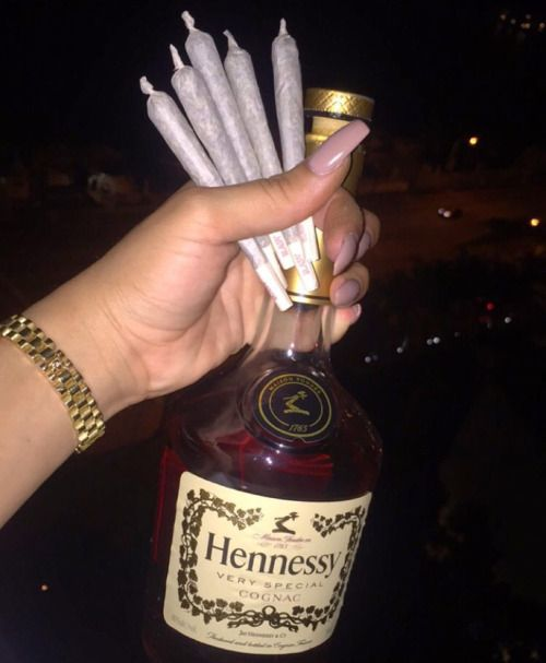 Just blame it on what we smokin,plus we sippin