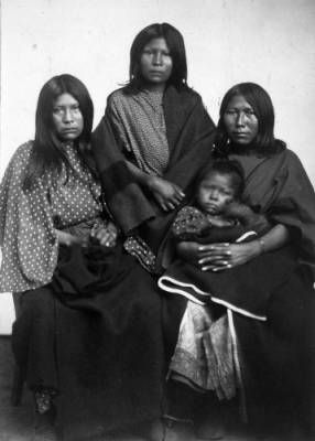 Braves and Squaws :: Photographs - Western History