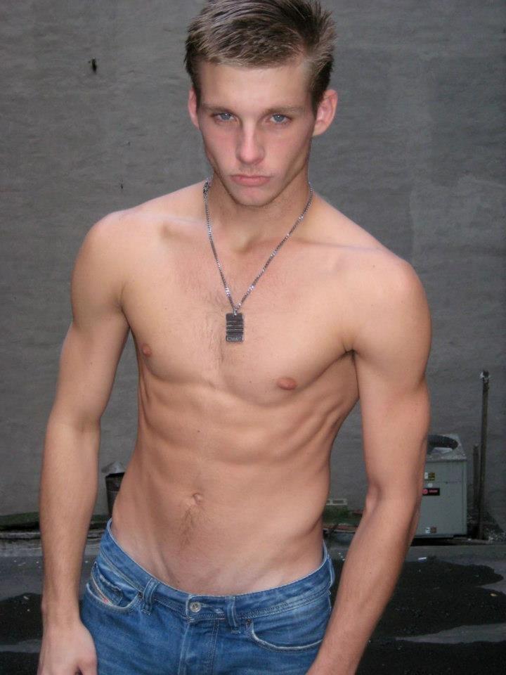 ... : flaco marcado y además muy guapo. | Skinny Male Models | Pinterest
