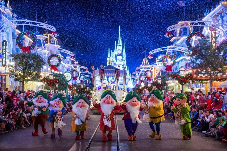 Lake Buena Vista, FL (6 de novembro de 2015) – O espírito de Natal e a magia Disney se encontram nas celebrações das festas de final de ano no Walt Disney World, na Flórida. Comemore com a família, amigos e seus personagens favoritos Disney durante...