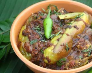 Baingan Masala ou aubergines au massalé : http://www.fourchette-et-bikini.fr/recettes/recettes-minceur/baingan-masala-ou-aubergines-au-massale.html