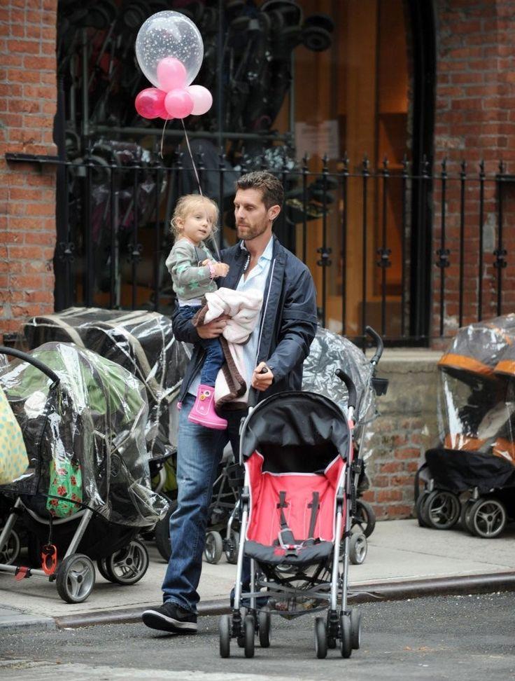 Jason Hoppy - Bethenny Frankel Drops Off Her Daughter at School