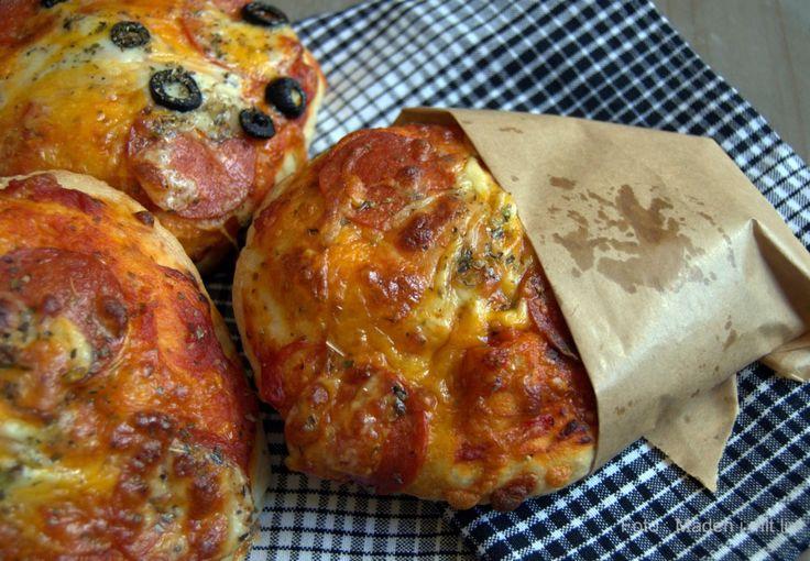 Koldthævede pizzaboller – til madpakker og hygge…