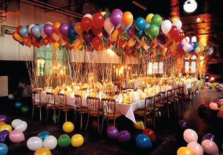a party just aint a party without balloons.