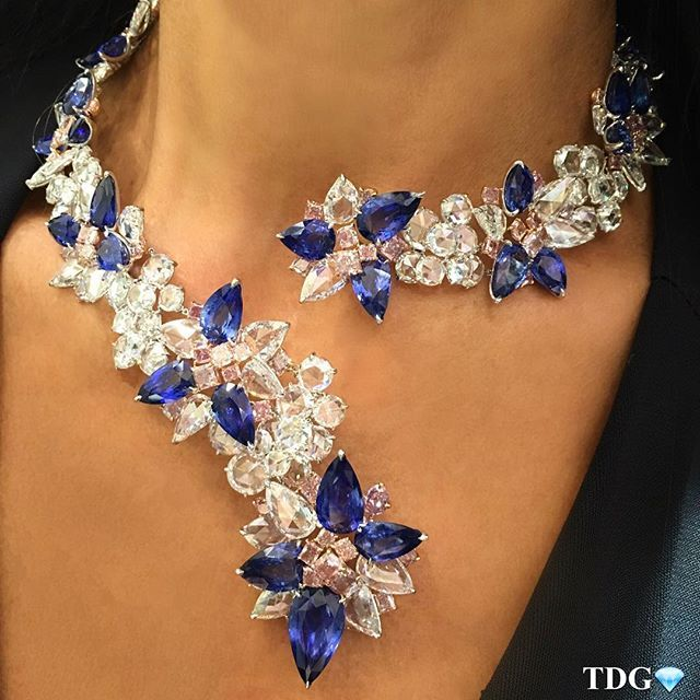 YOU CAN WEAR IT IN THE CENTER, TO THE SIDE, HIGH OR LOW!!! To me, this @lorraineschwartzharrods necklace is magnificent no matter how you choose to wear it!!! Loved trying it on at @lorraineschwartz in Harrods - have you been? Do yourself a favor and make of a point of visiting. You will be blown away!!!!! 💙💎💙💎💙💎💙💎💙💎💙💎💎💙💎💙💎💙💎💙💎💙💎💙💎💙💎💎