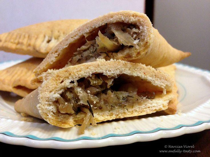 Triunghiuri cu varza calita, de post. Little pies stuffed with cabbage. Vegan recipe.