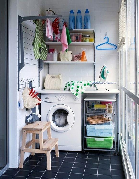 Smart tvättstuge lösning. Draperi framför för att dölja och balkongen har två användningsområden