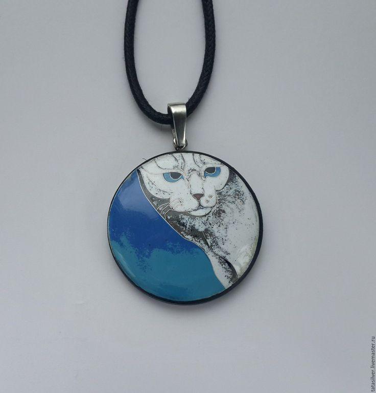 """Купить Кулон """"Мартовский кот"""". Серебро, горячая эмаль, оправа дерево - голубой, белый, синий"""