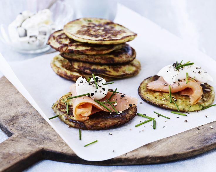 Giv de traditionelle madpandekager en velfortjent pause, og erstat dem med små, portionsanrettede blinis. De små russiske pandekager smager nemlig skønt og gør det godt som dejligt, delikat alternativ!