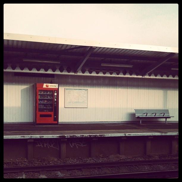 #trainstation #vendingmachine #bench #empty  - @dancingdust   Webstagram