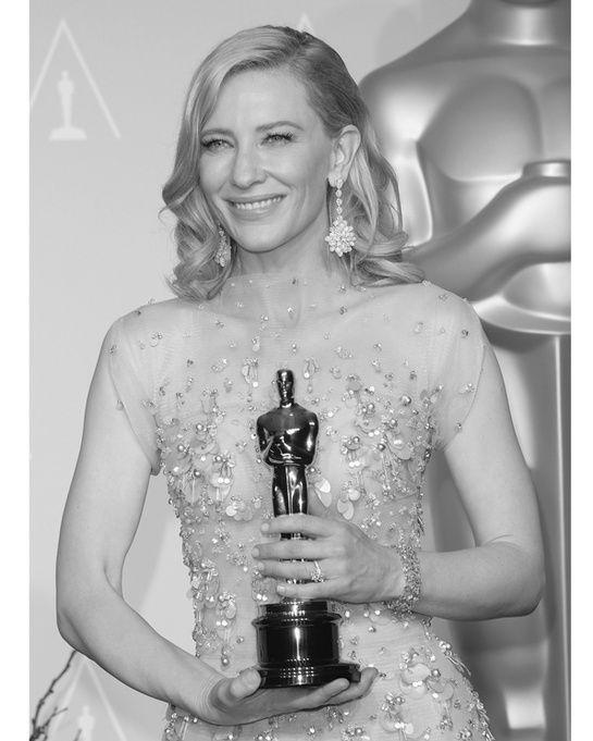 Cate Blanchett en Chopard http://www.vogue.fr/joaillerie/red-carpet/diaporama/bijoux-oscars-2014-red-carpet/17804/image/978249#!bijoux-oscars-2014-cate-blanchett-en-chopard
