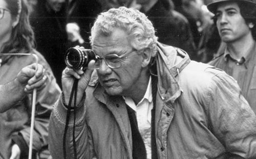 지난 18일 모던 시네마토그래피의 아버지라고 불리우던 고든 윌리스가 세상을 떠났습니다. 고든은 <대부 1, 2> <콜걸> <맨해튼> <모두가 대통령의 사람들> <애니홀> 등의 1970년도 클래식 영화의 시네마토그래퍼였으며 할리우드 작품의 풍조를 만들었습니다.