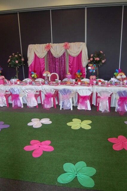 Table setting with flower garden