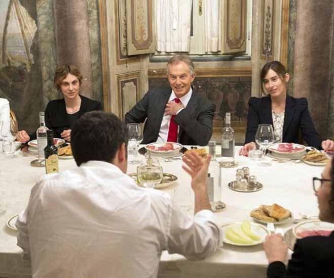 Tony Blair a cena da Matteo Renzi. Ma le star sono Maria Elena Boschi e Marianna Madia… Tutte le foto | Attualità