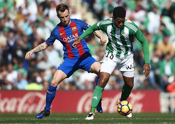 Ivan Rakitic of FC Barcelona (L) competes for the ball with Ryan Donk of Real Betis Balompie (R) during La Liga match between Real Betis Balompie and FC Barcelona at Benito Villamarin Stadium on January 29, 2017 in Seville, Spain.