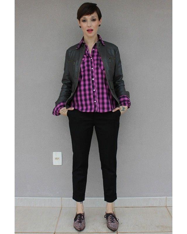 Jaqueta de couro, calça preta de alfaiataria, oxford camuflado (ou de oncinha?) e uma camisa xadrez fecham o look Punk Princess. Bem Avril Lavigne depois da adolescência. Ou estaria mais pra uma pegada Supla: punk e filho de prefeita. Rsrsrsrs  #1ºblogdelookdodiadobrasil #modaintuitiva #hojevouassim