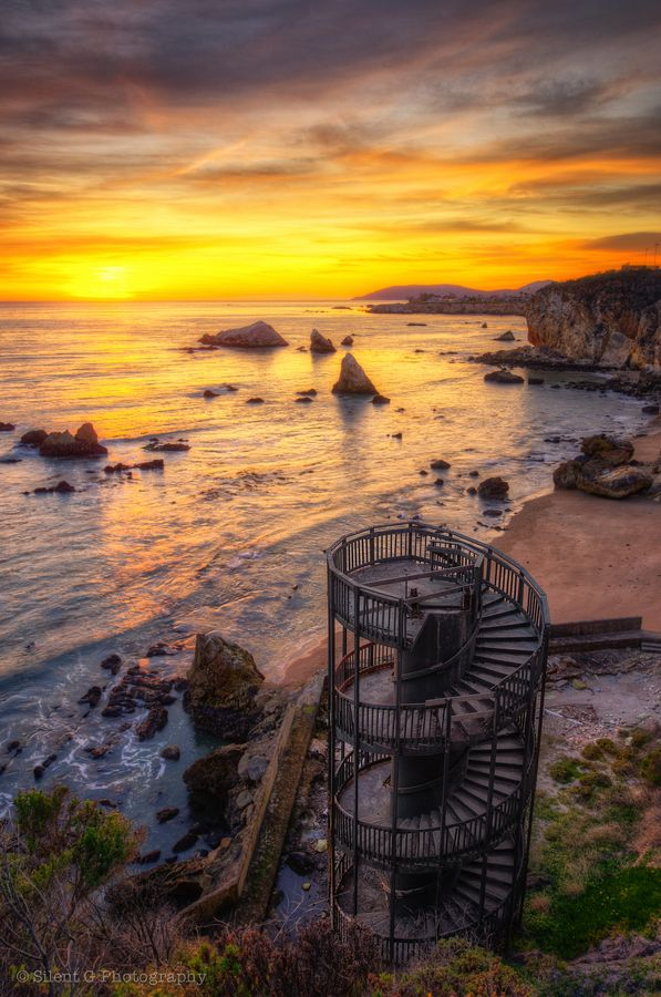 Staircase ruins in Pismo Beach, California. Neat photo.