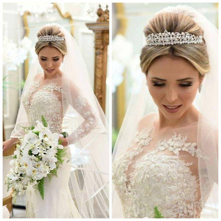 Nossa noiva linda @daianeff arrasou com vestido @lucasanderi para ÁlikA e coroa e véu @flaviasantioficial!!!! ...