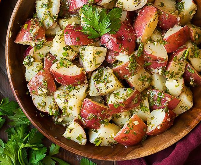 Теплый картофельный салат с беконом