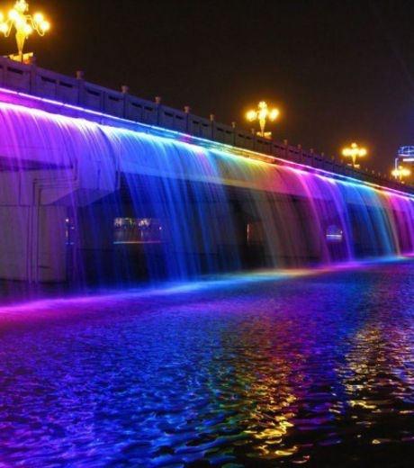 Le pont Banpo Bridge à Séoul est aussi une gigantesque fontaine multicolore…