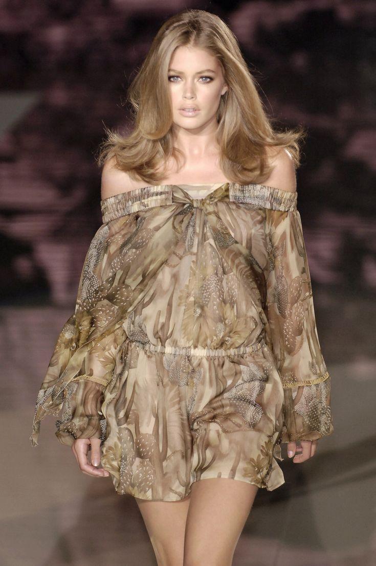 Versace Spring/Summer 2006 - Milan Model: Doutzen Kroes