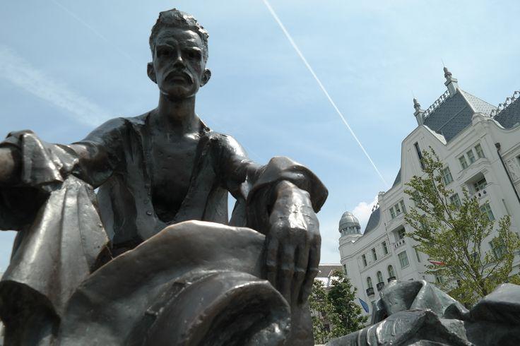 Budapest Kossuth tér József Attila szobor